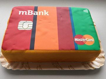 mBank k narozeninám nadělila klientům tři nové kreditky a novinářům dort