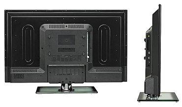 Plošné podsvícení samozřejmě znamená hlubší panel, což ale konkrétně v tomto případě není nijak přehnané – 77 mm. Jak si také můžete všimnout, rozhraní na boku jsou hodně utopená (včetně anténních připojení).