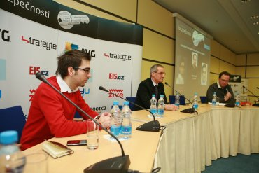 Zleva: Ivan Kutil (spoluzakladatel AppSatori), Ivan Svoboda (Key Account Manager, RSA), Patrick Zandl (šéfredaktor serveru Lupa.cz)