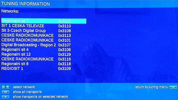 Přijímač má také jednu výbornou funkci. Umí zobrazit seznam všech sítí spolu s jejich názvy, které byly naladěny v dosahu přijímače