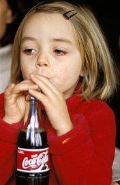 Když jsou ve škole nápojové automaty, rodič prakticky nemá šanci ovlivnit ppitný režim dítěte.