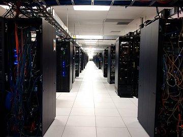 Dell Labs v Texasu. Interní testovací datové centrum plné racků a prototypů.