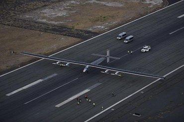 Přistání Solar Impulse 2 na havajském letišti Kalaeloa