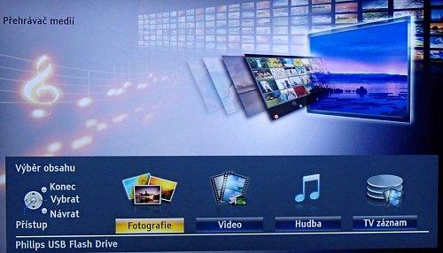 Úvodní obrazovka vstupu do multimédií dovolí nejen přehrávání fotek, hudby a videí, ale jsou tu i nahrané pořady.