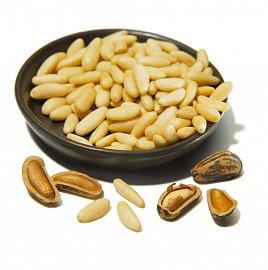 Pinie jsou vlastně loupaná semínka šišek jednoho typu borovic.