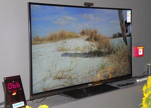 Aby Philips demonstrovat úspornost svých televizorů ve spotřebě energie, za což byl již několikrát oceněn, byl vedle televizoru umístěn on-line měřič odběru s číselným údajem ve wattech.