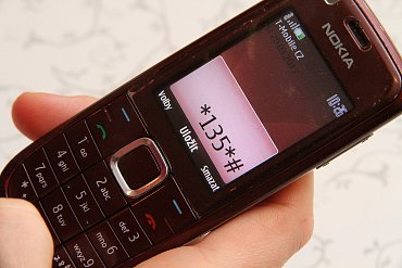 Máte-li starší telefon nebo si neplatíte data paušálně, můžete využívat Mobito i přes zprávy na display. Do aplikace se pak dostanete přes tento kód.
