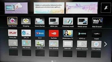 Na tlačítku Apps je k mání několik českých widgetů a mj. také miniaplikace pro umístění na domovskou obrazovku jako světový čas či kalendář.