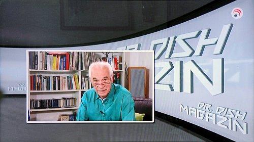"""Christian Mass alias Dr Dish a jeho typický pohled se spuštěnými brýlemi """"na půl žerdi"""". Některé """"staré"""" pořady zůstaly i v novém schématu vysílání, například Dr Dish magazin."""