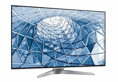 Televizoru vévodí mohutný dvouramenný podstavec, který u nižších LCD řad nenajdete. Rámeček je prakticky neviditelný, navíc splývá s vystouplou plastovou obrubou. Možná je ale škoda, že přední krycí deska nesahá přes celou plochu obrazovky. Údržba by určitě byla lepší.