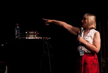Sophie Wilsonová na odborné přednášce vroce 2009