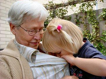Plastickou operaci si dopřává čímm dál více seniorů.