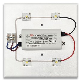 """Desetiwattový modul Ledeos Monkey, 15x15cm, se čtyřmi LED (to je to """"žluté"""" v rozích..."""