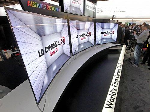 OLED televizory společnosti LG Electronics se zakřivenou obrazovkou.