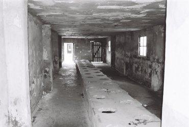Latríny v koncentračním táboře Březinka (Birkenau)