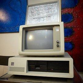 IBM XT 5160, který na konci osmdesátých let minulého století používal Václav Havel.