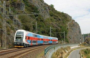 Roztoky železnice vlak
