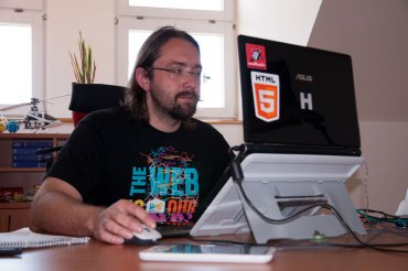 """Android, Linux - a """"obyčejné železo"""". """"iOS mě vůbec vůbec neláká, začínáme pro něj dělat z donucení. Ta stádnost mě neoslovuje,"""" říká Tomáš Zvěřina."""
