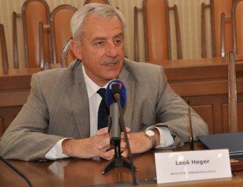 Ministr Heger navrhuje poplatek ve výši 200 Kč