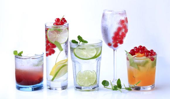 Spočítejte si, za jak dlouho vaše tělo odbourá letní drinky