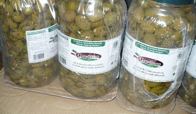 V olivách plněných mandlemi, našli inspektoři botulotoxin.