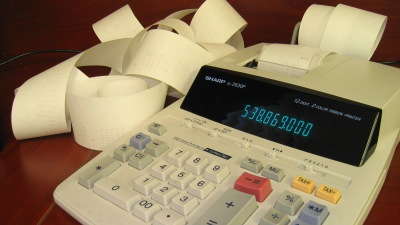 Politici uvažují o nové dani, odborníci před ní varují