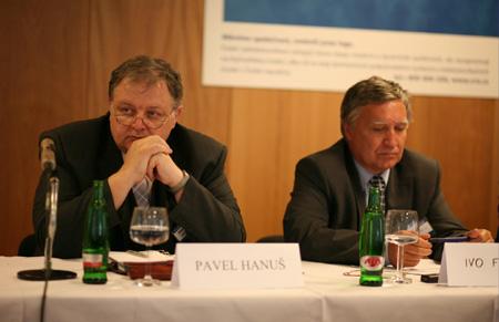 DZ Kulatý stůl - Pavel Hanuš a Ivo Ferkl