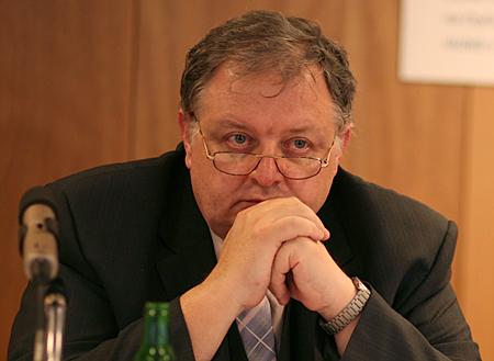 DZ Kulatý stůl Pavel Hanuš