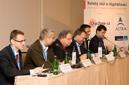 Kulatý stůl DZ 30.9.2008 - 1