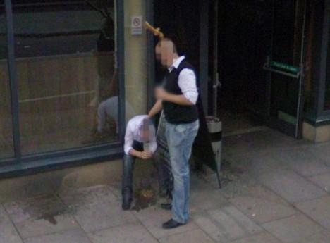 Google Street View a zvraceující muž