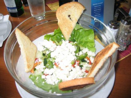 GURMÁN: Oběd mezi býky, slepicemi a pávy