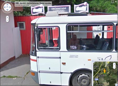 Google Street View: nahý řidič