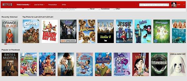 Úvodní stránka videopůjčovny Netflix. Tituly jsou zde netříděné a nemají v podstatě žádný řad.