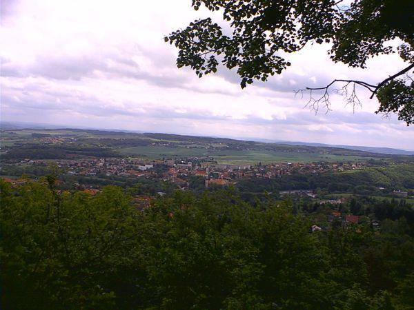 Výhled ze Skalky na Mníšek pod Brdy