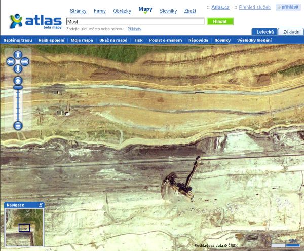 Povrchová těžba nedaleko Mostu