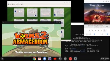 Desktop v Chrome OS. Spuštěné aplikace KPat (KDE app), Vim (Linuxová konzole), Worms 2 (Android), Hudební přehrávač (Chrome OS).