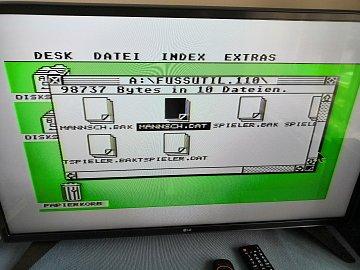 Zde je prostředí TOSu. Otevřené okno se soubory je už z diskety, protože v samotném systému není jinak co otevřít.