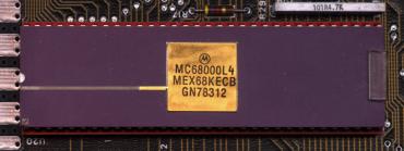 Slavný procesor Motorola 68000, který v 80. a 90. letech poháněl značné množství domácích počítačů. (zdroj: Wikipedia.com)