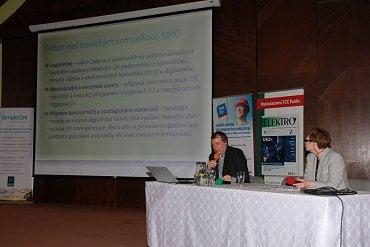 Luděk Schneider působí na Ministerstvu průmyslu a obchodu jako vedoucí oddělení služeb informační společnosti, od března 2016 je zároveň pověřen řízením odboru elektronických komunikací.