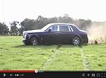VIDEO: Rolls-Royce Phantom driftuje na louce