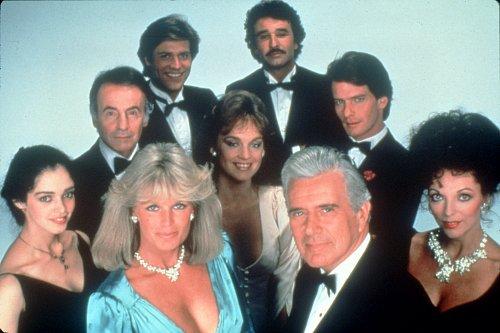 Dynastie připomíná svým charakterem seriál Dallas, který se nedávno dočkal svého znovuzrození.