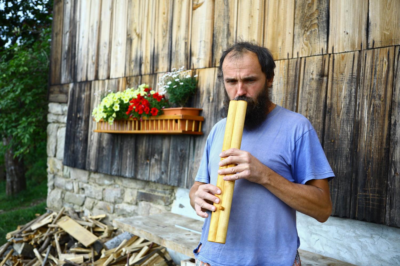 Lidové a historické hudební nástroje z dílny Víta Kašpaříka.