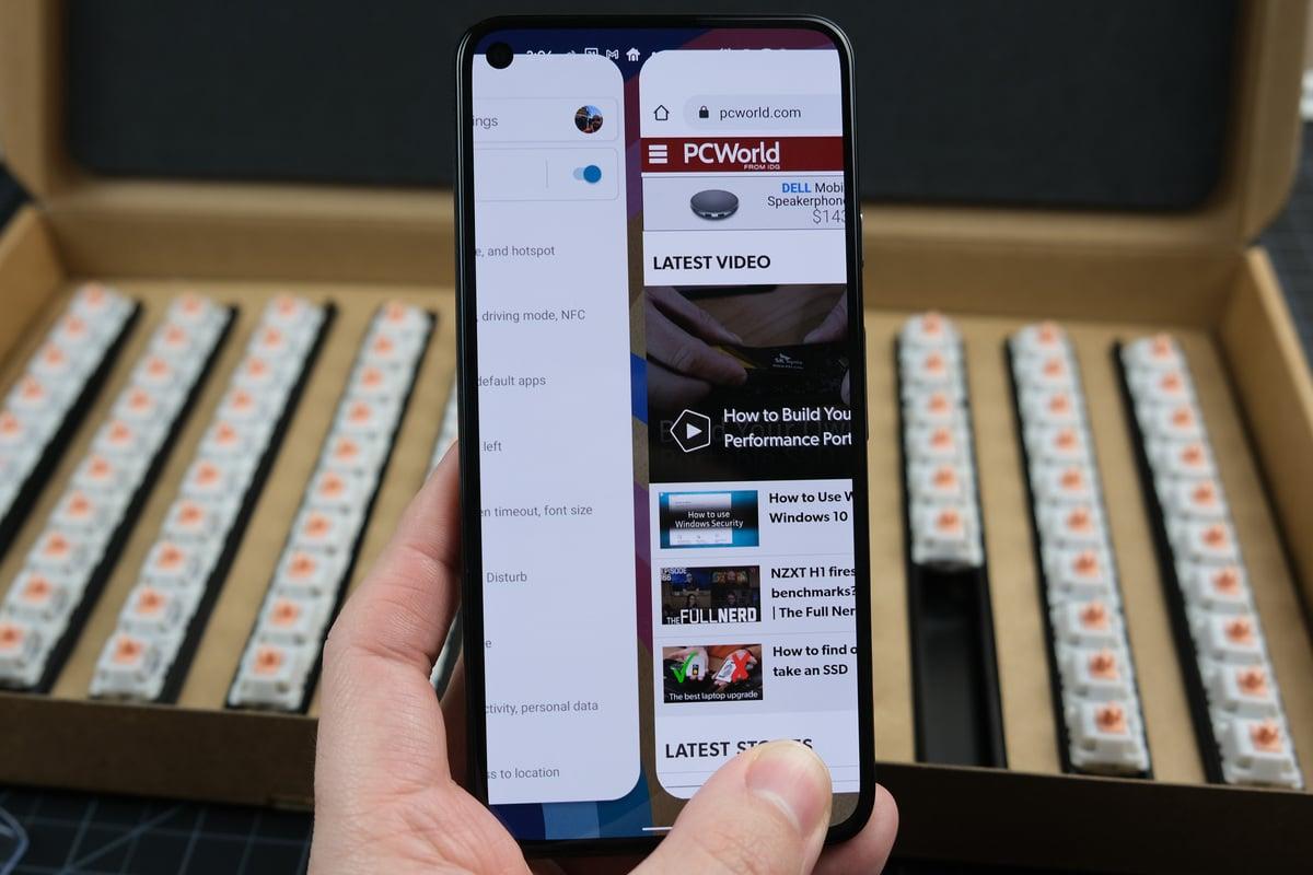 Gesto pro rychlé přepnutí (quick-switch gesture) vám v operačním systému Android 11 umožní rychle přepínat mezi jednotlivými aplikacemi, a to aniž byste museli používat obrazovku s přehledem spuštěných aplikací.