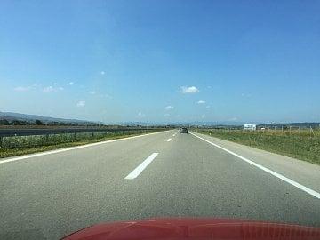 Makedonská dálnice s novým, opraveným povrchem.