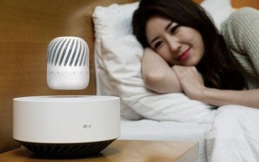 Magneticky nadnášený LG PJ7 Levitating Portable Speaker.