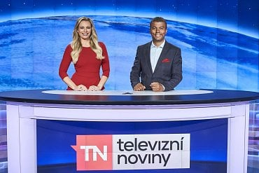 Lucie Borhyová a Rey Koranteng, u diváků Novy stabilně nejoblíbenější moderátorská dvojice Televizních novin.