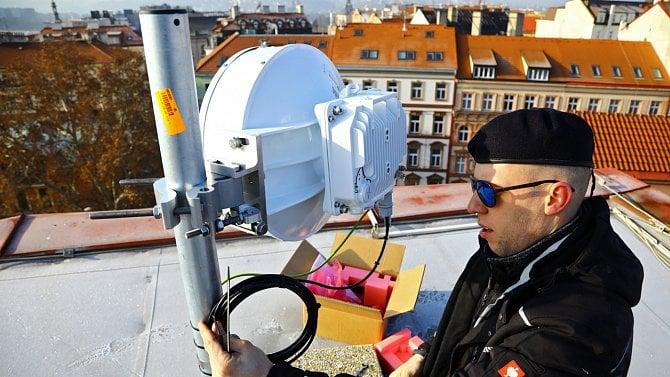 Reportáž psaná na střeše hotelu  dva bezdrátové gigabity na 80 GHz 63540b2c7756
