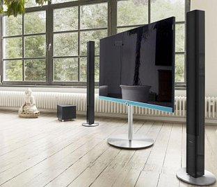 """Ultra HD televizor Loewe Connect 55 (115.000 Kč) s úhlopříčkou 140 cm (55"""") a samozřejmě opět zdvojenými tunery."""