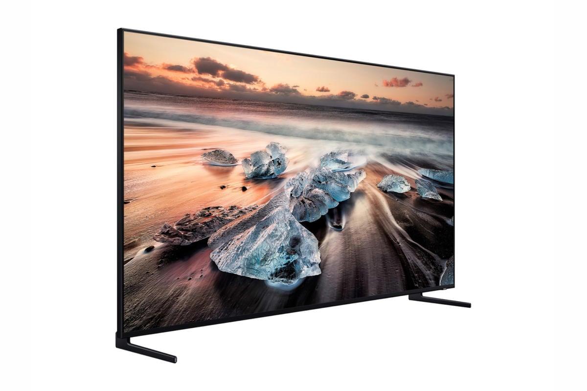 Chcete si pořídit tento televizor Samsung Q900 8K UHD o úhlopříčce menší než je 65 palců? Bohužel, žádný takový nenajdete.