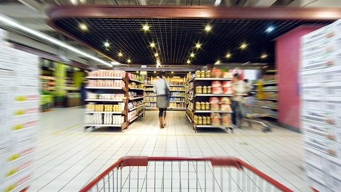 Počet zákazníků vprodejnách klesl otřetinu, na opatření si lidé už zvykli